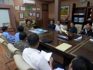 Ibu Hj. Utje Ch. Suganda, S.SOS., M.AP. menerima silaturahmi rombongan Pengurus FMSBL/Adiwiyata Kab. Kuningan