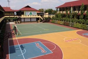 Lapang sekolah pusat kegiatan ektrakurikuler yang representatif