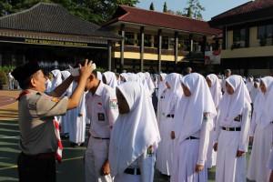 Pelantikan KKR Angkatan III SMAN 3 Kuningan oleh Kadisdikpora Drs. A. Taufik Rohman, M.Si., M.Pd.