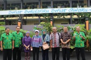Rombongan BPLH Kab. Bandung diterima Kep SMAN 3 Kuningan berserta tim Adiwiyata SMAN 3 Kuningan