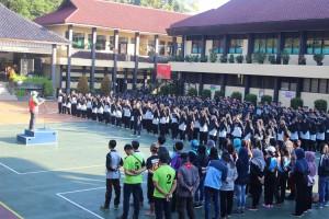 Pembukaan Aksi Eskul SMANTIKA 2016 oleh Pembina OSIS