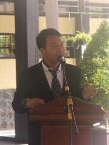 Perwakilan kelas XII (Robby Zaenal Mutaqien) sedang memberika kesan selama di SMAN 3 Kuningan