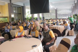 Penerimaan Rombongan di Bala Rancage dengan menyimak program adiwiyata