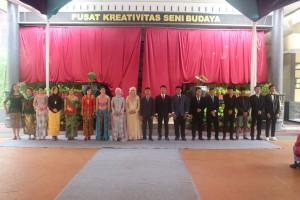 Perwakilan siswa tiap kelas untuk menerima medali dari kepala SMAN 3 Kuningan