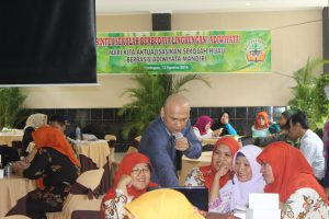 Narasumber sedang membimbing teknis pengisian format digital sekolah SBL/Adiwiyata